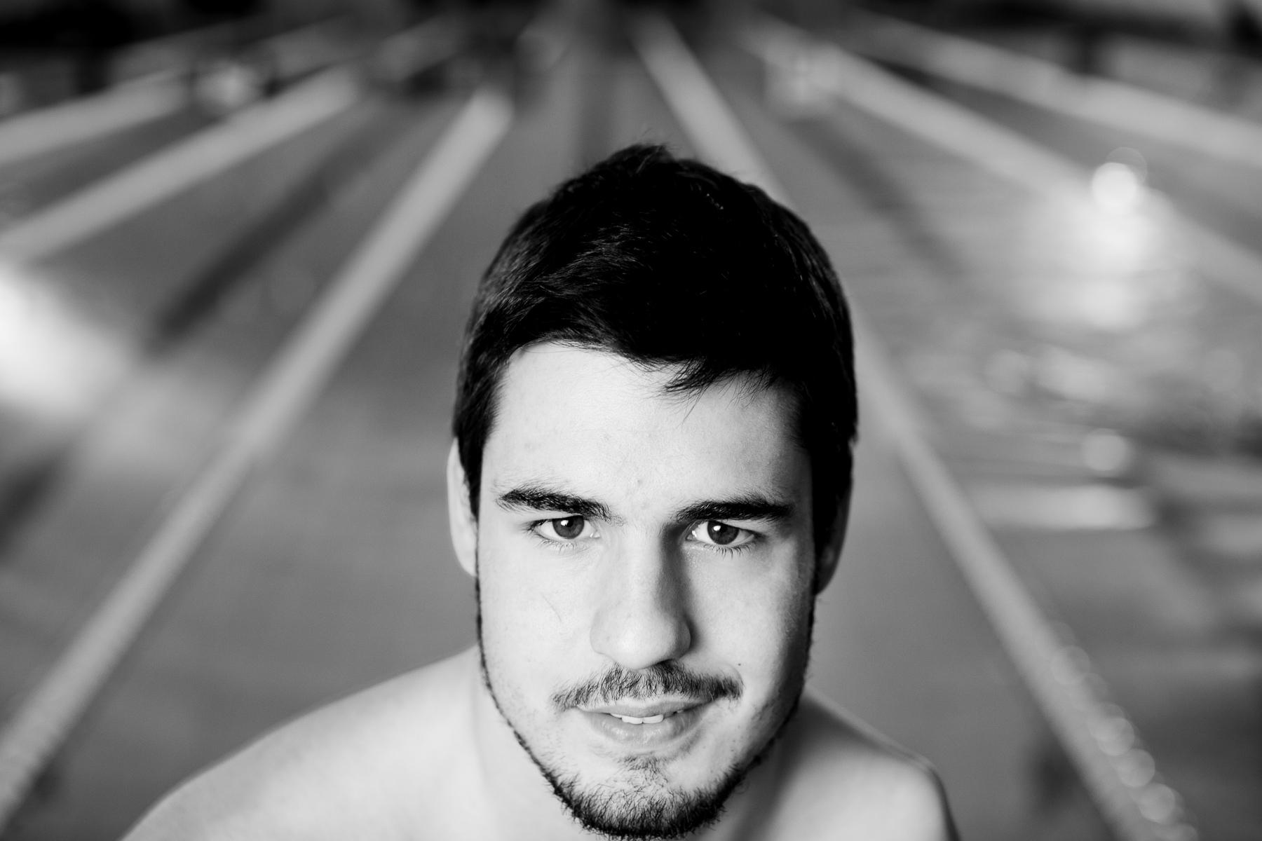 Portrait of Slovenian paraswimmer Darko Đurič by Luka Dakskobler.