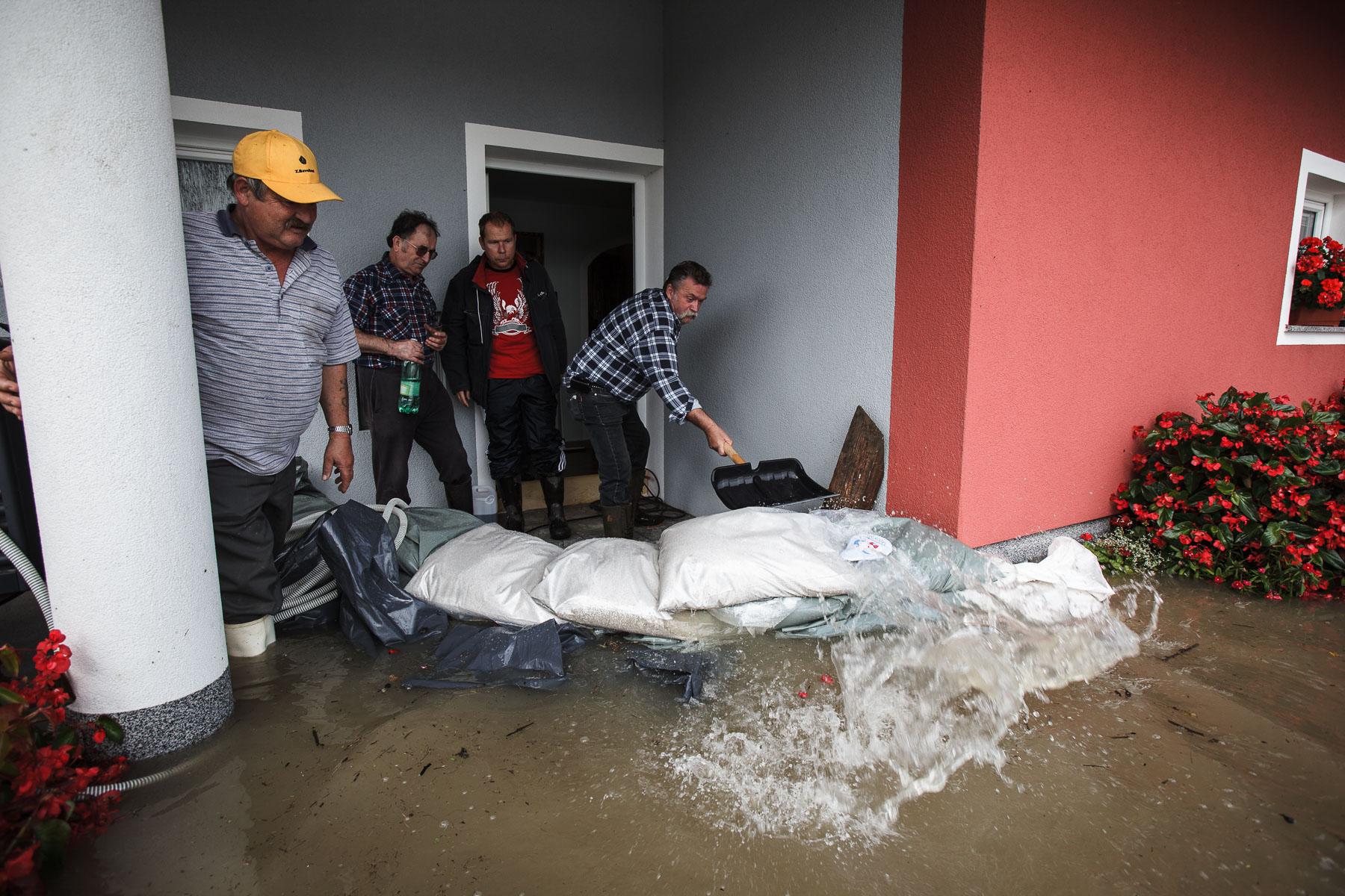 FloodsInSlovenia2010-photoLukaDakskobler-010