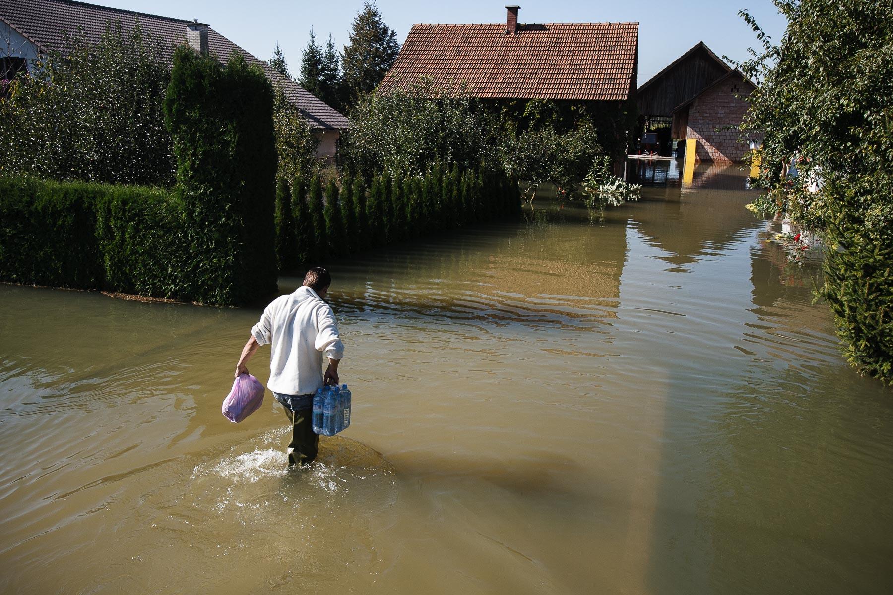 FloodsInSlovenia2010-photoLukaDakskobler-049
