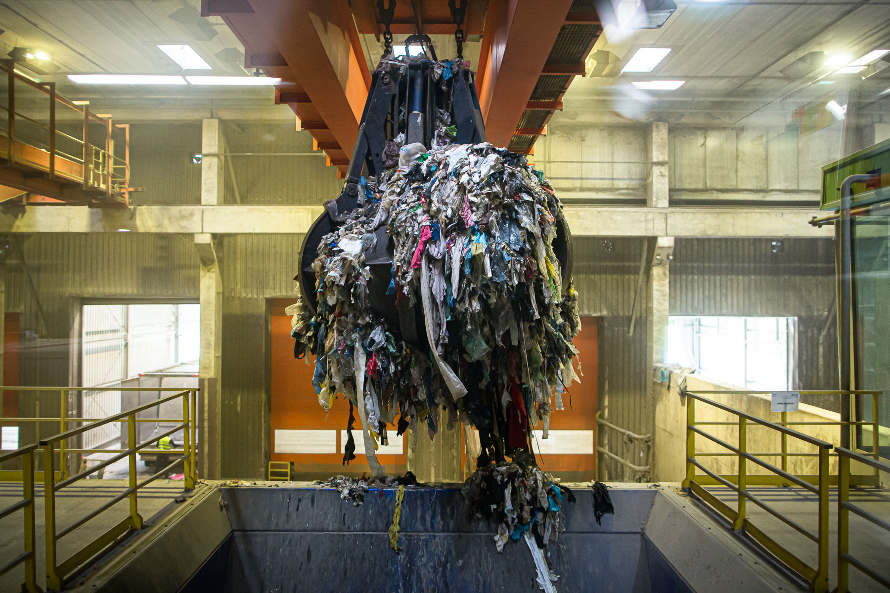 A garbage grab crane loads residual waste into a shredder in the RCERO Ljubljana mechanical biologial treatment plant. The shredded waste then proceeds to sieving and separation. 95% of residual waste is separated into recyclable materials.