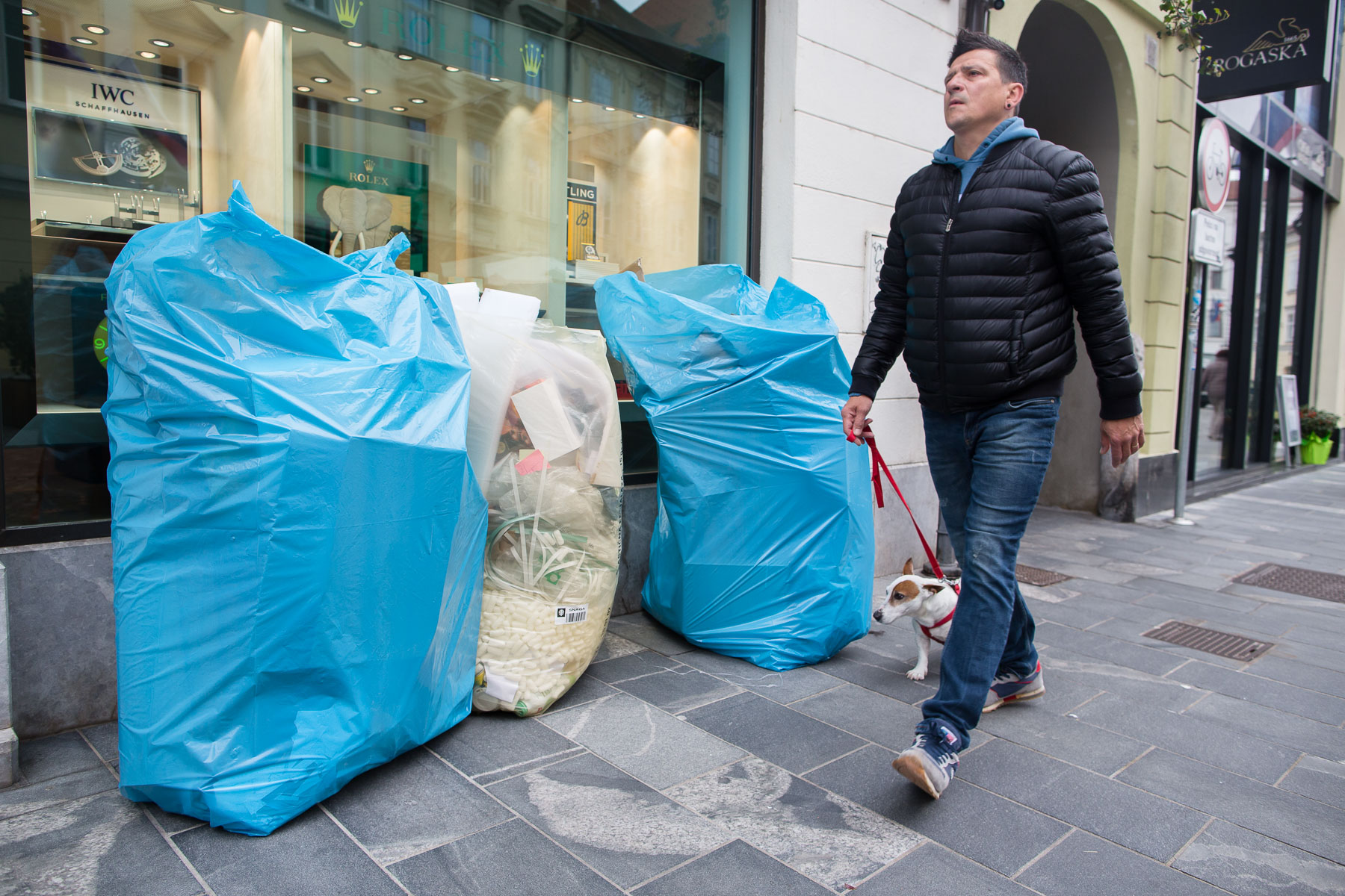 Small business that produce large ammounts of waste in the city center must buy bags for waste separation and leave them on their doorstep in the morning for door to door collection.