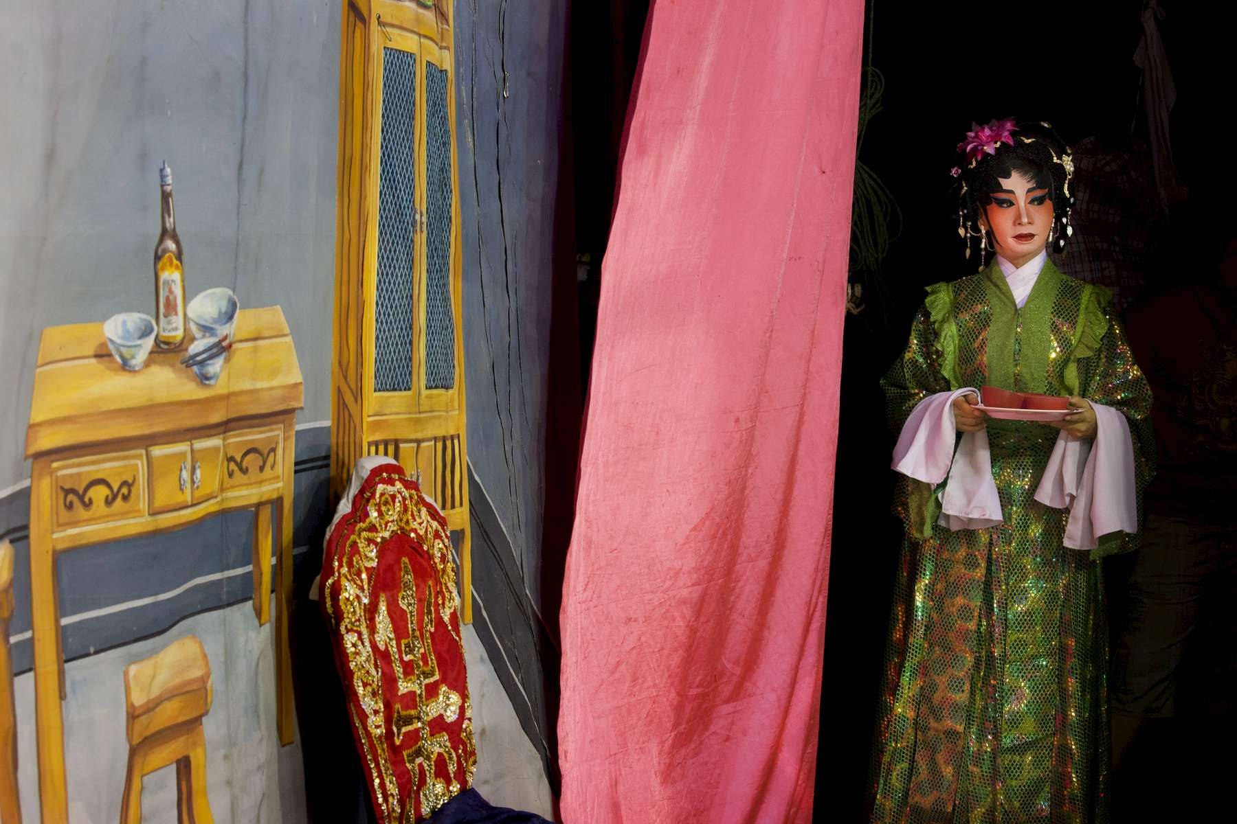 BANGKOK, THAILAND - JANUARY 25:  An actress with the Lao Yi Lai Heng Chinese opera  troupe waits to go onstage performing the Teochew (Chaozhou) opera at the Plub Plachai temple on January 25, 2012 in Bangkok, Thailand. The traditional Chinese art form involving music, singing, martial arts and acting has a history of more than 500 years. There are about 30 members working with the group doing specials shows all week to celebrate the Chinese New year. The Chinese opera is popular in many parts of China,  Malaysia, Singapore, Thailand and Macau .(Photo by Paula Bronstein/Getty Images)