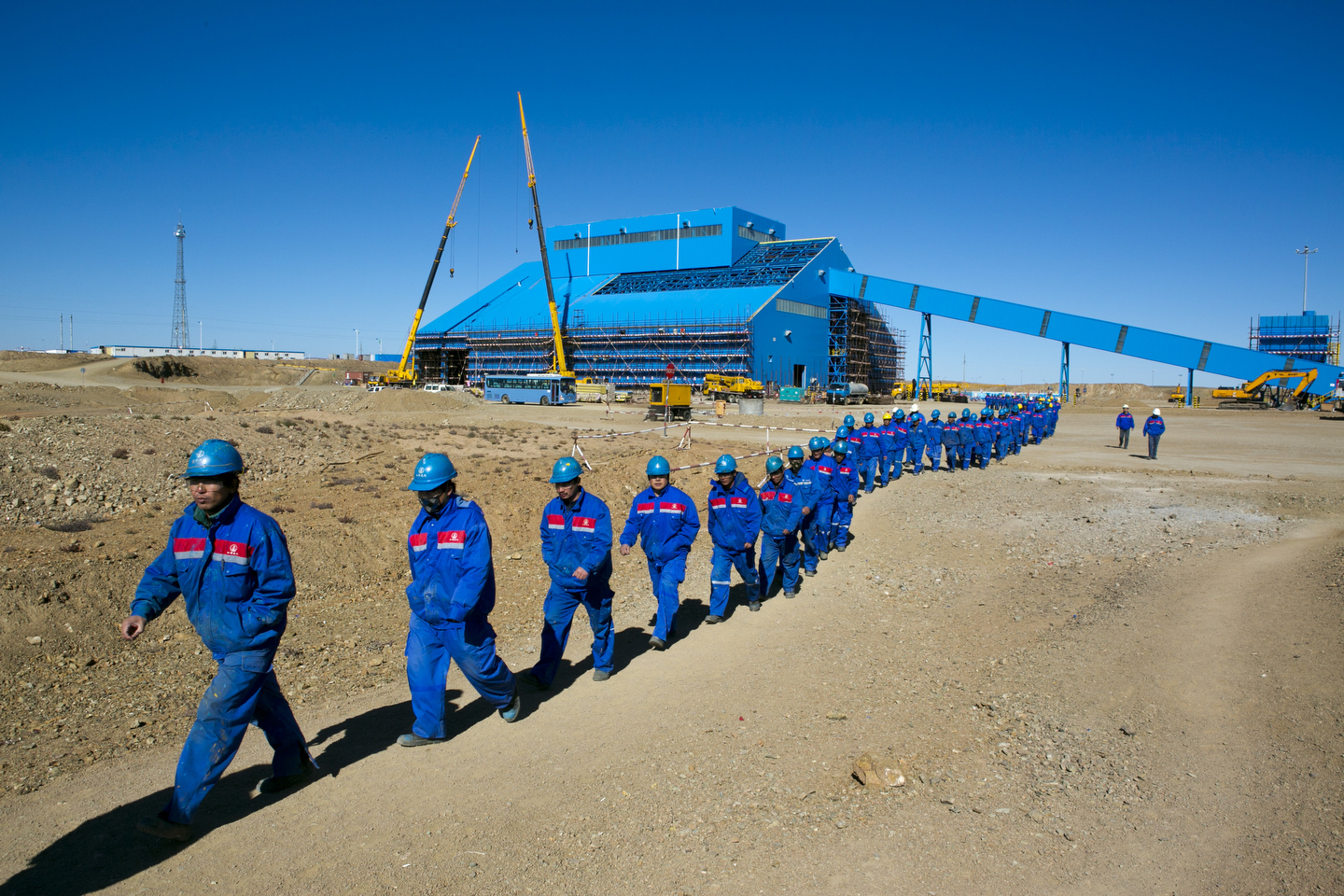 oyutolgoi_website02