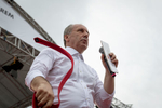 Muharrem İnce (CHP) takes off his tie during an electoral rally in Antalya on June 19, 2018. His approval rating is soaring approaching the elections day.