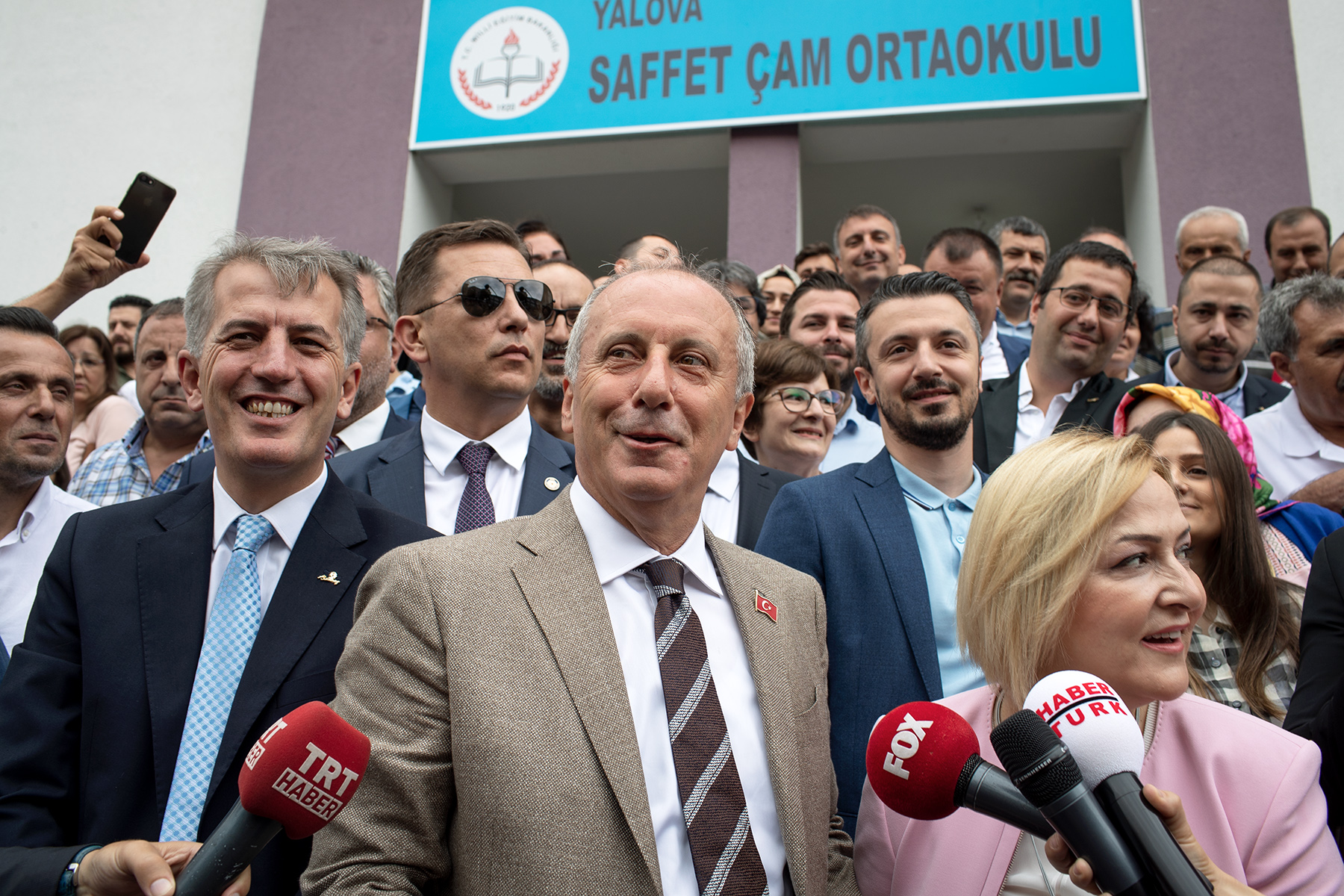 Muharrem İnce jokes with journalists after his vote in his hometown Yalova on June 24, 2018. He will disappear until the officials results.
