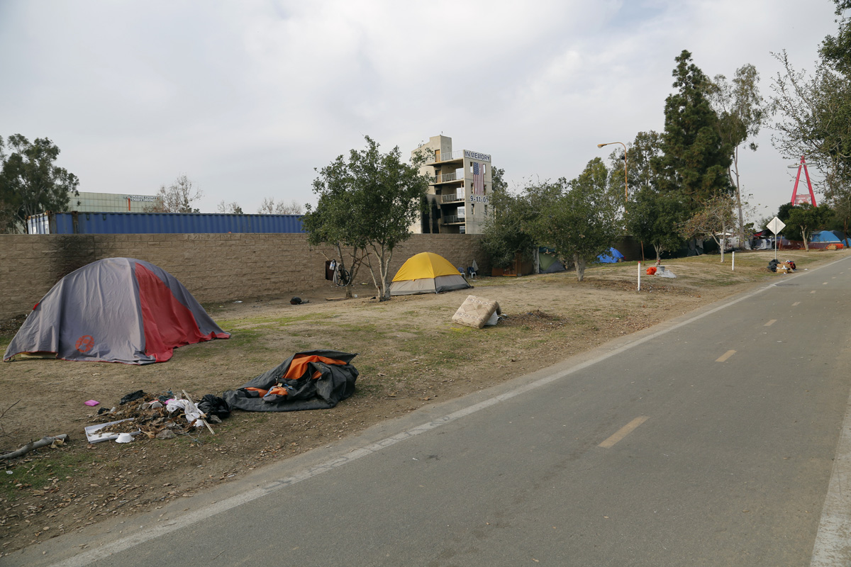 Some residents of the encampment preferred to live in single tents, with more space around them, than other residents who shared compounds.