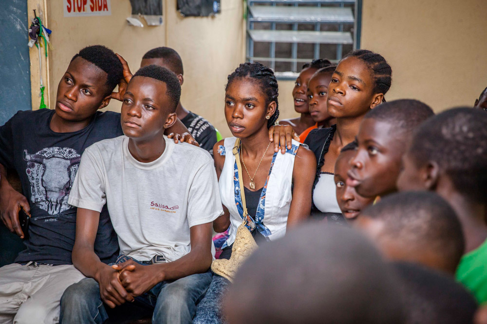 Young Congolese in this youth-friendly clinic in Kinshasa listen in a workshop on safe sex and contraceptives. Speaking openly to young people about sex is taboo and so youth-friendly spaces are essential. Most clinics are not set up to receive young people who need sexual health services. September, 2016.