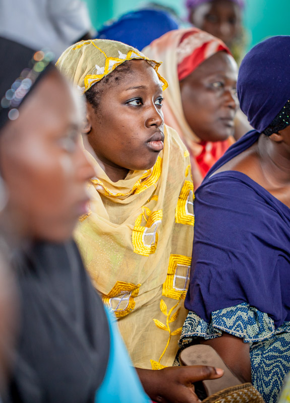 Women at Kinshasa's central mosque listen while Maman Ansar facilitators introduce family planning methods after Friday prayers. September 2016.