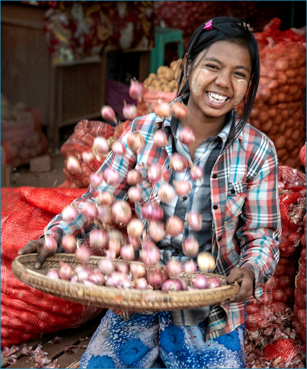 Myanmar: Onion skin Lady