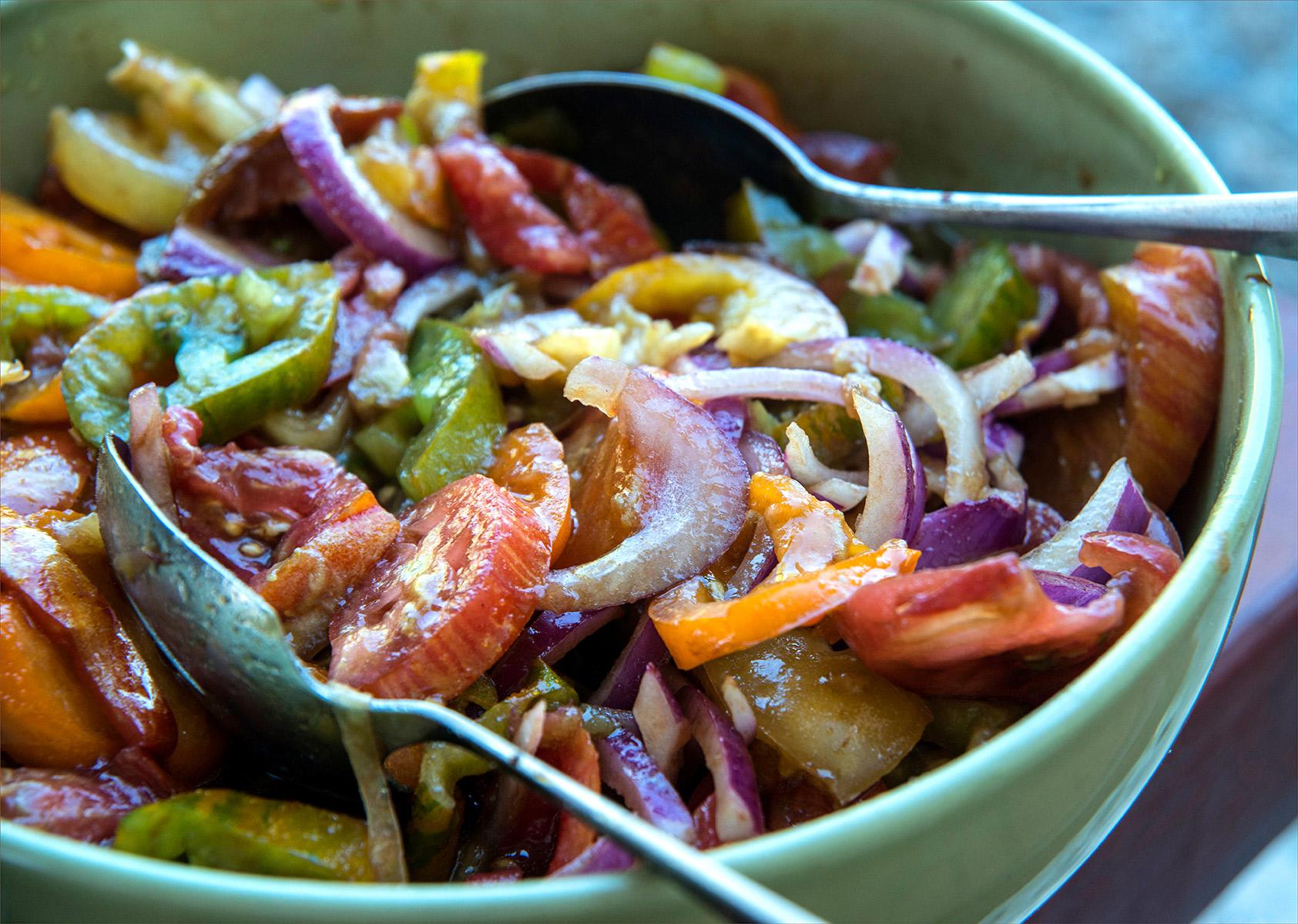 tomatoe-and-onion-salad-Carl-Kravats-Photography