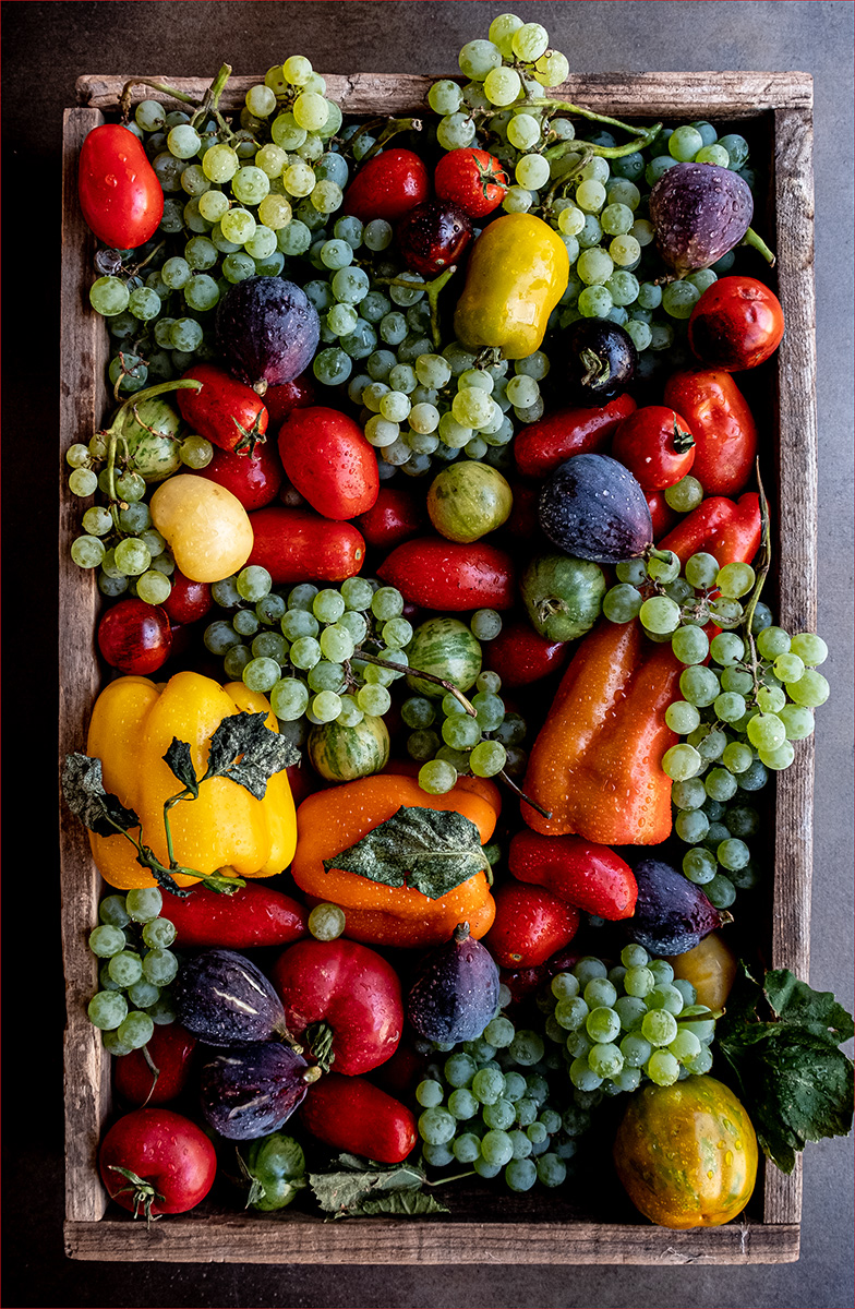 veggie-box-with-grapes