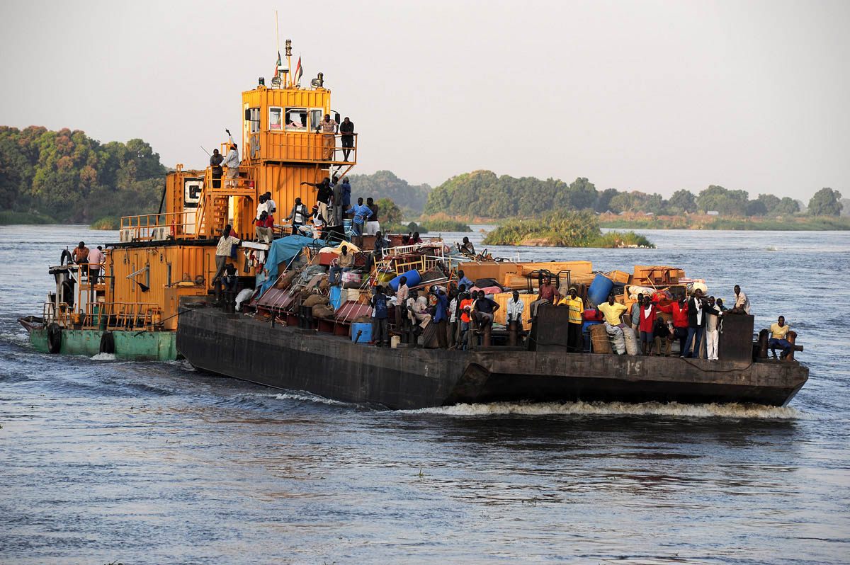 Barges ferrying southern Sudanese returnees arrive at the port of Juba as hundreds of thousands of people flooded into the south in advance of the referendum.Juba, southern Sudan