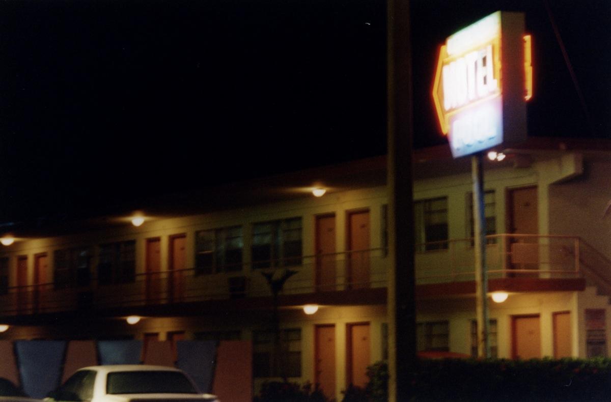 Motel_Michael_Tronn38