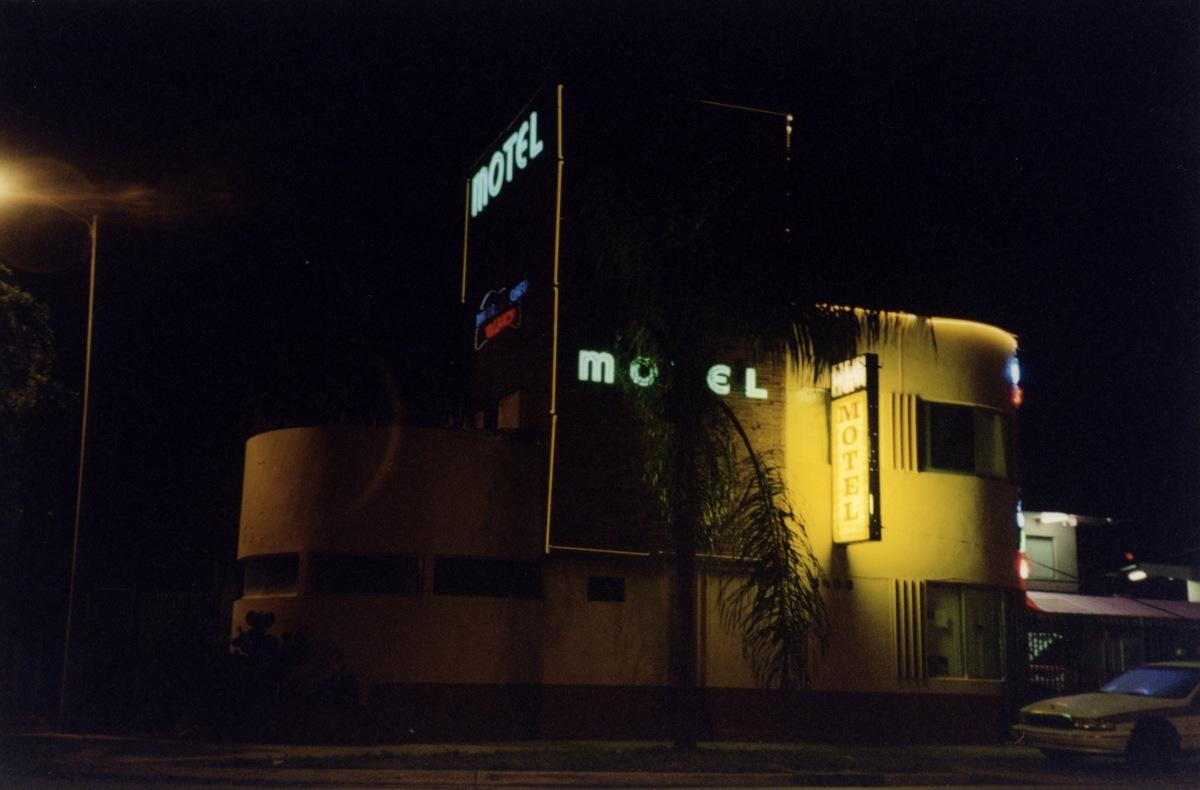 Motel_Michael_Tronn49