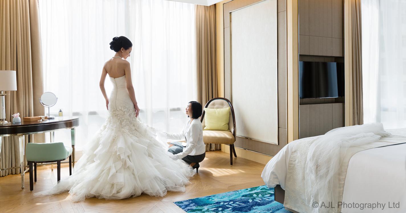 028_1584-p2-shot27b-0770-Wedding-Bride-in-Suite