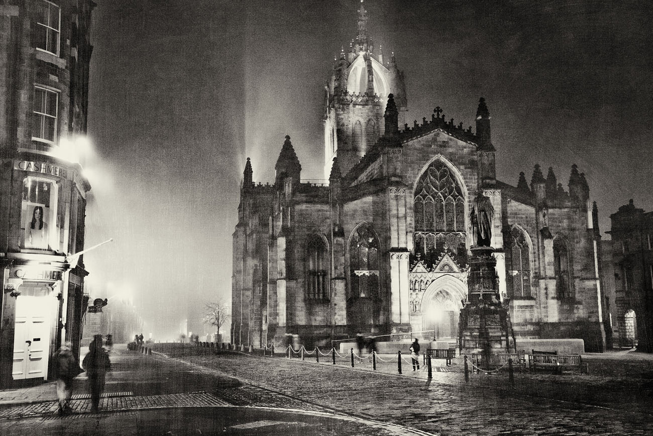 St Giles Cathederal on the royal mile at night in the fog.