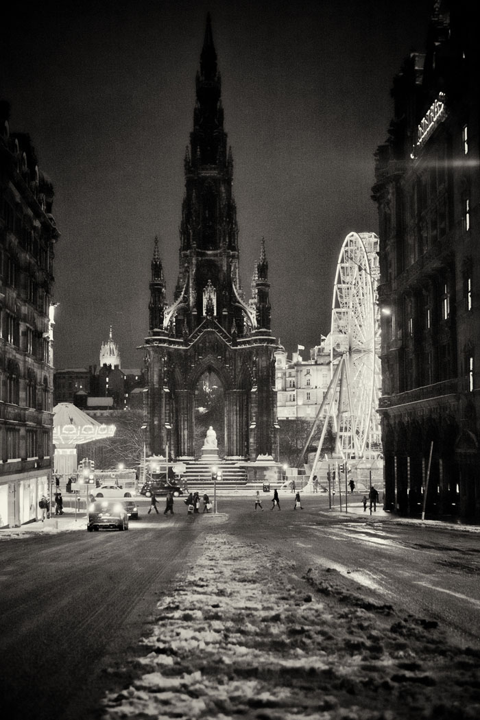 Scott Monument in the snow at Christmas.