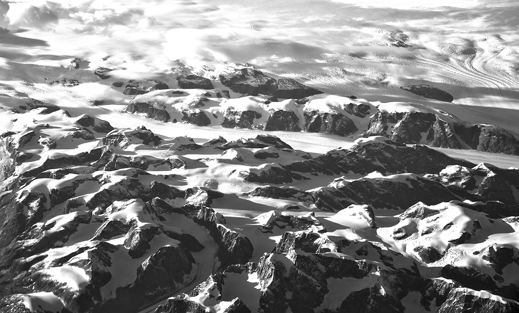 Moutain_glaciers_outside_Keflavik_Iceland_aereal_photo