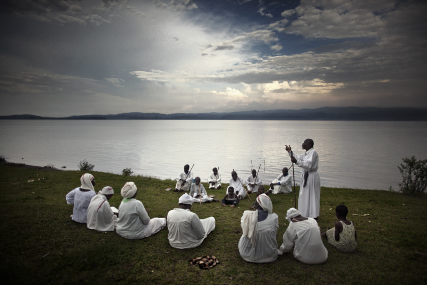 Africa, Democratic Republic of Congo; South Kivu; Bukavu. 07/02/2009. The rite of baptism of the {quote}sect{quote}  called {quote}New Apostles{quote} on the southern shore of the Lake Kivu.