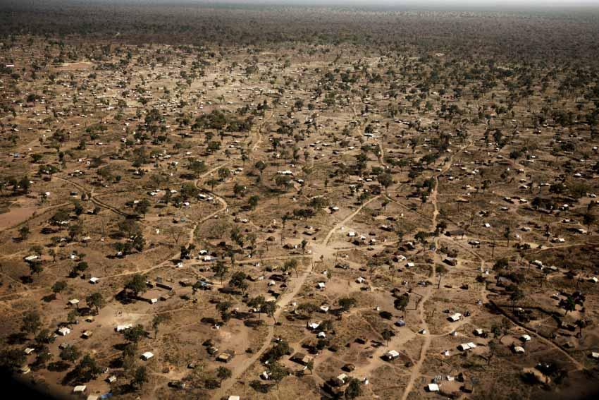 Africa, South Sudan, Unity State. 9th Dec 2013. Yida refugee camp in South Sudanese territory, 20 km far from the border with Sudan. The camp hosts 68,000 refugees from the Nuba Mountains. Africa, Sud Sudan, Unity State.  9 dicembre 2013. Yida, campo profughi in territorio Sud Sudanese a 20 km dalla frontiera con il Sudan. Il campo accoglie 68000 rifugiati provenienti dai Monti Nuba.