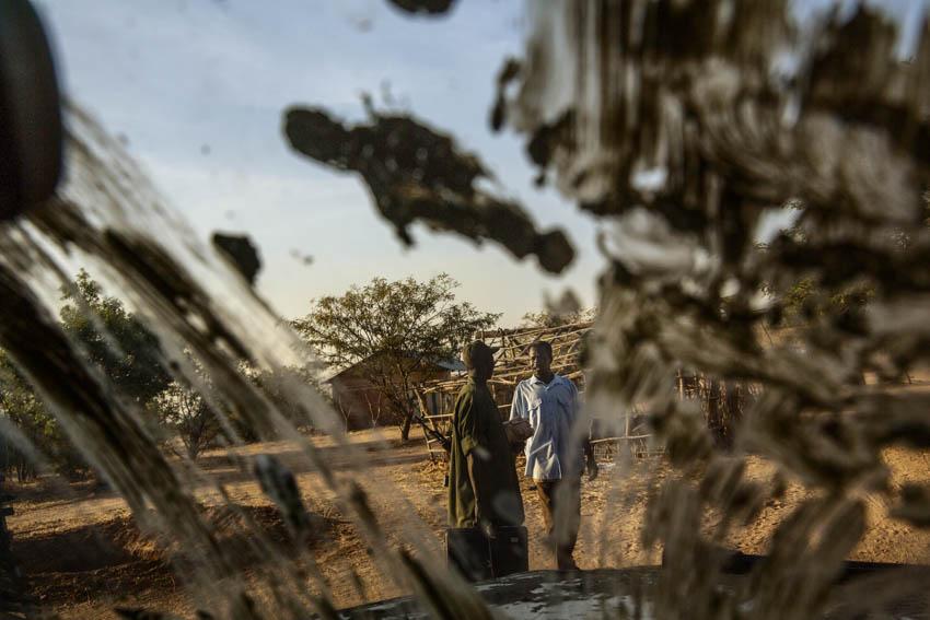 Africa, Sudan, South Kordofan. 2nd December 2013. Dallami Payam, in the Nuba Mountains, is one of the areas most affected by the conflict. The bombings have forced civilians to abandon their villages and take shelter into caves of the area. In Dallami Payam, seek shelter approximately 25,000 people.Africa, Sudan, Kordofan Meridionale. 2 dicembre 2013. The town of Buram, nella parte meridionale dei monti Nuba, è una delle aree colpite maggiormente dal conflitto. I bombardamenti hanno costretto la popolazione civile ad abbandonare i villaggi e a ritirarsi a vivere in cerca di riparo nelle grotte della zona. Dallami Payam, cercano riparo circa 25000 persone.