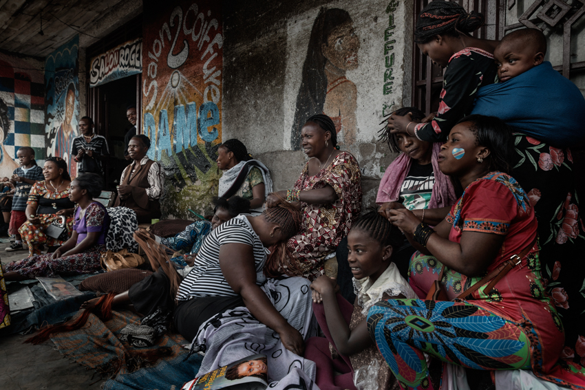 Africa, Democratic Republic of Congo, North Kivu, Goma. 29/01/2017.  A daily life scene in one of the markets of Goma. Some women go by hairdressers.  Women are a driver for Congolese society, because it is the women who perform the most varied tasks in order to support their families, and they are also responsible for raising children. More often than not, rape goes unpunished in the Congo. Rape victims totalled 15,000 in 2015 alone.