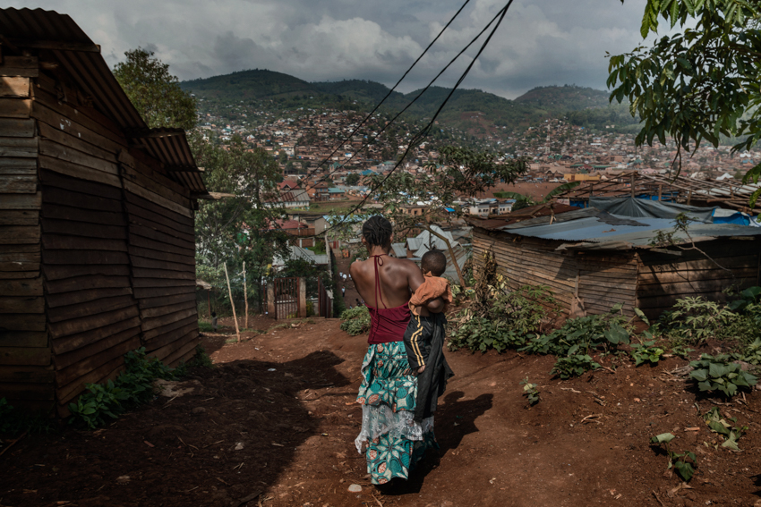 Africa, Democratic Republic of Congo, South Kivu, Bukavu. 02/02/2017. A woman and her child walked on the streets of the neighborhood of Panzi where the Panzi Hospital is located. Women are a driver for Congolese society, because it is the women who perform the most varied tasks in order to support their families, and they are also responsible for raising children. More often than not, rape goes unpunished in the Congo. Rape victims totalled 15,000 in 2015 alone.