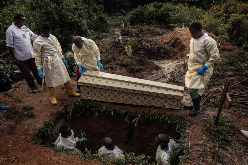 Africa, Democratic Republic of the Congo, North Kivu; Beni. 25th July 2019. The funeral of 13-year-old Kavira Esperance. The girl caught the disease in a local healthcare facility, where she went for treatment for malaria. After testing positive for Ebola, she was taken to the treatment centre, where despite the medical team's efforts, she died three days later.