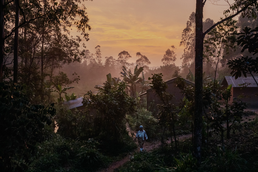 """Africa, Democratic Republic of the Congo, North Kivu; Beni, 25th July. The 54 km of road between the town of Beni and Butembo in the North Kivu province is a no man's land over which the State has no control. The """"Mai Mai"""" (popular militias active since the second Congolese war) are rife here, dividing up the area into independent administrative areas parallel to the State, over which the Congolese government has no control, and which even the army has trouble making its way into. This is the situation of the eastern regions of the Congo, which suffer from continual instability due to the spread of rebel groups of various kinds."""