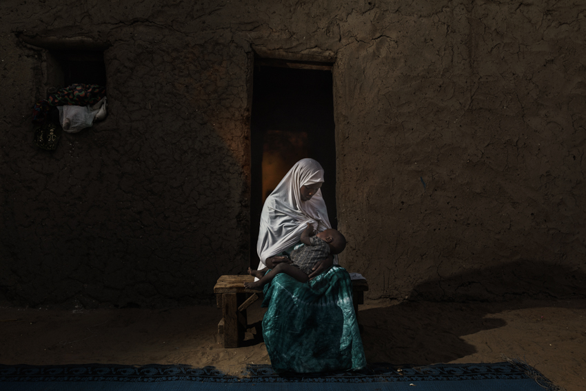 "Africa, Chad, 17th October 2018. Maria Hassan, aged 20. Kidnapped from the village of Midi Couta by the Boko Haram group. Forced into marrying one of the extremists, with whom she had a child. Today, after managing to escape, she lives alone and describes herself as a ""woman without a past"".Africa, Ciad, 17 Ottobre 2018. Maria Hassan, 20 anni. Rapita dal villaggio di Midi Couta dal gruppo di Boko Haram. Vittima di un matrimonio forzato con uno degli estremisti da cui ha avuto un figlio. Oggi, dopo essere riuscita a fuggire, vive sola e si definisce: ""la donna senza passato""."