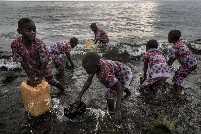 Africa, Democratic Republic of Congo, North Kivu, Goma. 23/01/2017. Every day, the children from the Tulizeni orphanage in Goma go to Lake Kivu to get water to wash themselves. In addition to orphans and abandoned children, in the last three years the centre has opened its doors to 74 girls and some 200 women who have suffered sexual violence.