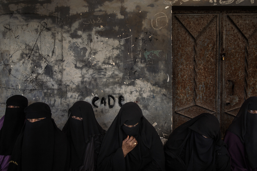 Africa, Somalia, Mogadishu. 12/10/2015. Women Refugees from Yemen in a queue waiting the distribution of the UCT. Unconditional Cash Transfer and Emergency medical support is provided to the Yemeni Refugees and Returnees in Bexani Medical Clinic Center of Mogadishu. The Project is implemented by IRC and Funded by DFID under the IRF project.