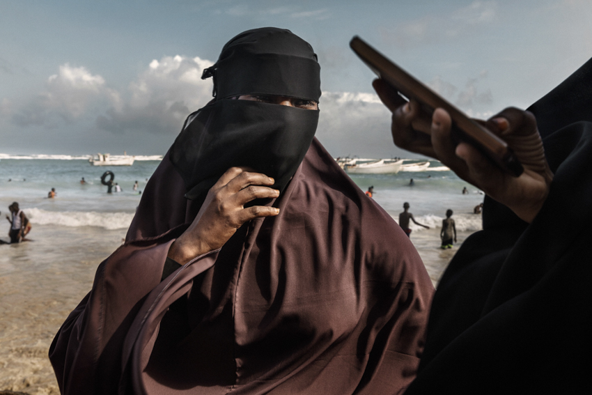 Africa, Somalia, Benaadir region. Mogadishu.10/09/2017 The Lido Beach is one of the symbols of Somalia's rebirth, and it is a clear indication of the growing sense of optimism in Mogadishu. Several restaurants have opened up at Lido beach, packed with Mogadishu's youth and wealthier elites. Girls from Mogadishu are heading back to the beach.