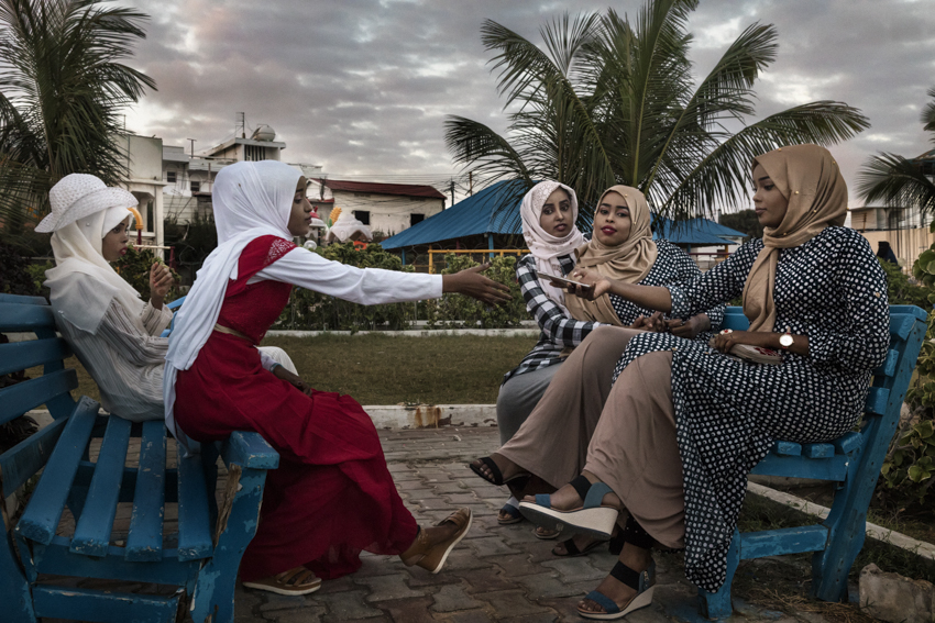 Africa, Somalia, Benaadir region. Mogadishu. Some girls posing for a selfie at the Peace Garden or as they call it here, Beerta Nabadda. For the city's young people, the Peace Garden is the new hangout spot. A few minutes before this shot, a suicide bomb blast (in front of a hotel in the center of the capital) was heard from the garden. Despite this, life goes on normally. Although the fighting in Somalia has slowed down, it has not yet ceased. In addition to placing car bombs, the Al-Shabaab Islamic fighters now wage carefully targeted guerrilla warfare on government targets, men from the AMISOM contingent and westerners. The Somali army is too weak to fight off the jihadists, and the only means of defense the Somali people have is the African Union contingent.