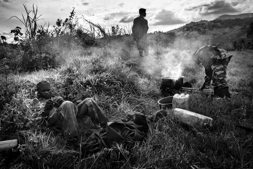 Africa, R.D.C.- North Kivu, Goma. 1)M23 rebels congregate outside of Sake, 25km west of Goma, preparing to march back to Goma following orders to withdraw from the city they had occupied since Nov 20. 30th November 2012©Marco Gualazzini/Getty Images Grants for Editorial Photography Recipient 2013.