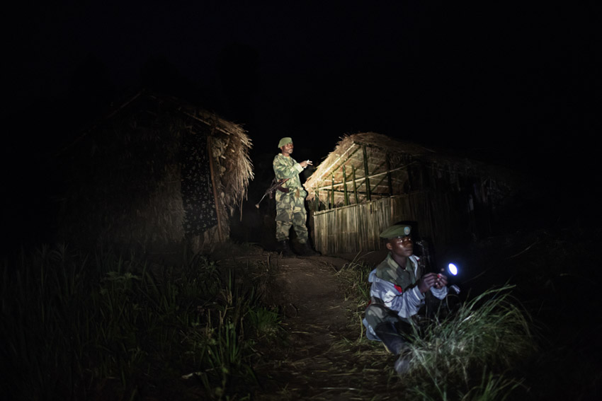 Republic Democratic of Congo, North Kivu, Masisi, Rubaya. 14/09/2013. The armed rebel movement of the Nyatura was formed by the secession, in 2010, of the CNDP rebel movement, now called M23. Formed mostly by Congolese Hutu, they are led by Colonel Marcel Habarugira. Today some of these rebels have been reintegrated into the regular Congolese army F.A.R.D.C. Without any form of salary, they survive by bullying. through abuse of power, abuse of civilians, raiding night and day and demanding a 10% tax on all forms of activity in the city of Rubaya. Some Nyatura patrol the territory around the mines.©Marco Gualazzini/ Getty Images Grants for Editorial Photography Recipient 2013Repubblica Democratica del Congo, Nord Kivu, Massisi, Rubaya. 14/09/2013. Il movimento ribelle armato dei Nyatura si è formato dalla secessione, avvenuta nel 2010, dal movimento ribelle CNDP, oggi chiamato M23. Formati per lo più da hutu congolesi, sono guidati dal Colonnello Marcel Habarugira. Oggi una parte di questi ribelli è stata reintegrata all\'esercito regolare congolese FARDC. Privi di qualunque forma di stipendio sopravvivono spadroneggiando, con abusi di potere, soprusi sui civili, razzie notturne, e diurne, pretendendo una tassa del 10% su qualunque forma di attività nella città di Rubaya. Alcuni Nyatura pattugliano il territorio attorno alle Miniere.