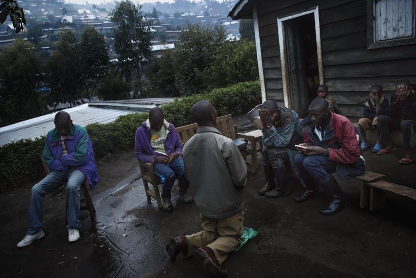 Republic Democratic of Congo, North Kivu, Masisi, Rubaya. 20/09/2013. Rubaya, in the region of Masisi in North Kivu, grew up around the mining and extraction of coltan and manganite. The city, a heap of wooden shacks that has formed on the sides of a single muddy road, is under the rigid control of the Nyatura, Congolese Hutu soldiers allied with the FARDC, the regular armed forces.  A dailylife scene. An Adventists's group prepare the Sunday massRepubblica Democratica del Congo, Nord Kivu, Masisi, Rubaya. 20/09/2013. Rubaya, nella regione del Masisi in nord Kivu, si è sviluppata intorno all\'attività mineraria di estrazione della manganite e del Coltan. La città, un cumulo di baracche in legno cresciute ai lati di un\'unica strada di fango, è sotto il rigido controllo dei Nyatura, militari hutu congolesi alleati con le FARDC, le forze armate regolari. Una scena di vita quotidiana. Un gruppo di Avventisti preparano la messa della domenica.