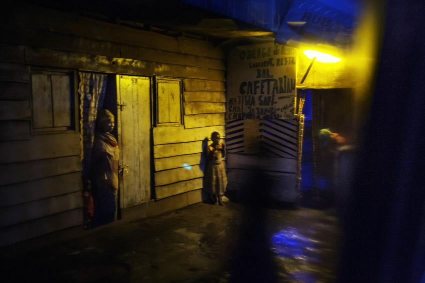Republic Democratic of Congo, North Kivu, Masisi, Rubaya. 20/09/2013. Rubaya, in the region of Masisi in North Kivu, grew up around the mining and extraction of coltan and manganite. The city, a heap of wooden shacks that has formed on the sides of a single muddy road, is under the rigid control of the Nyatura, Congolese Hutu soldiers allied with the FARDC, the regular armed forces. A glimpse of the city at night.Repubblica Democratica del Congo, Nord Kivu, Masisi, Rubaya. 19/09/2013. Rubaya, nella regione del Masisi in nord Kivu, si è sviluppata intorno all\'attività mineraria di estrazione della manganite e del Coltan. La città, un cumulo di baracche in legno cresciute ai lati di un\'unica strada di fango, è sotto il rigido controllo dei Nyatura, militari hutu congolesi alleati con le FARDC, le forze armate regolari. Uno scorcio della città di notte.