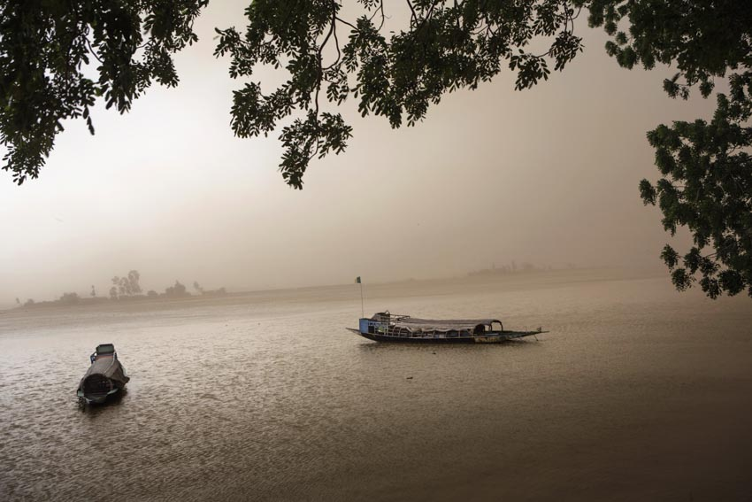 Africa, Mali, Mopti. A glimpse of Mopti. The Bani River. ©Marco Gualazzini/ New York Times