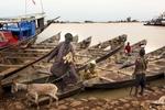 Africa, Mali, Mopti. A glimpse of Mopti. The Bani River. ©Marco Gualazzini for The New York Times