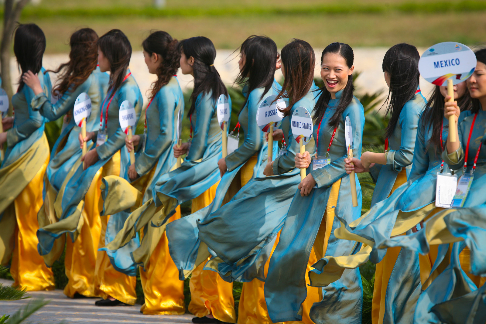 <p>President Bush: APEC Leaders Official Photograph (traditional \