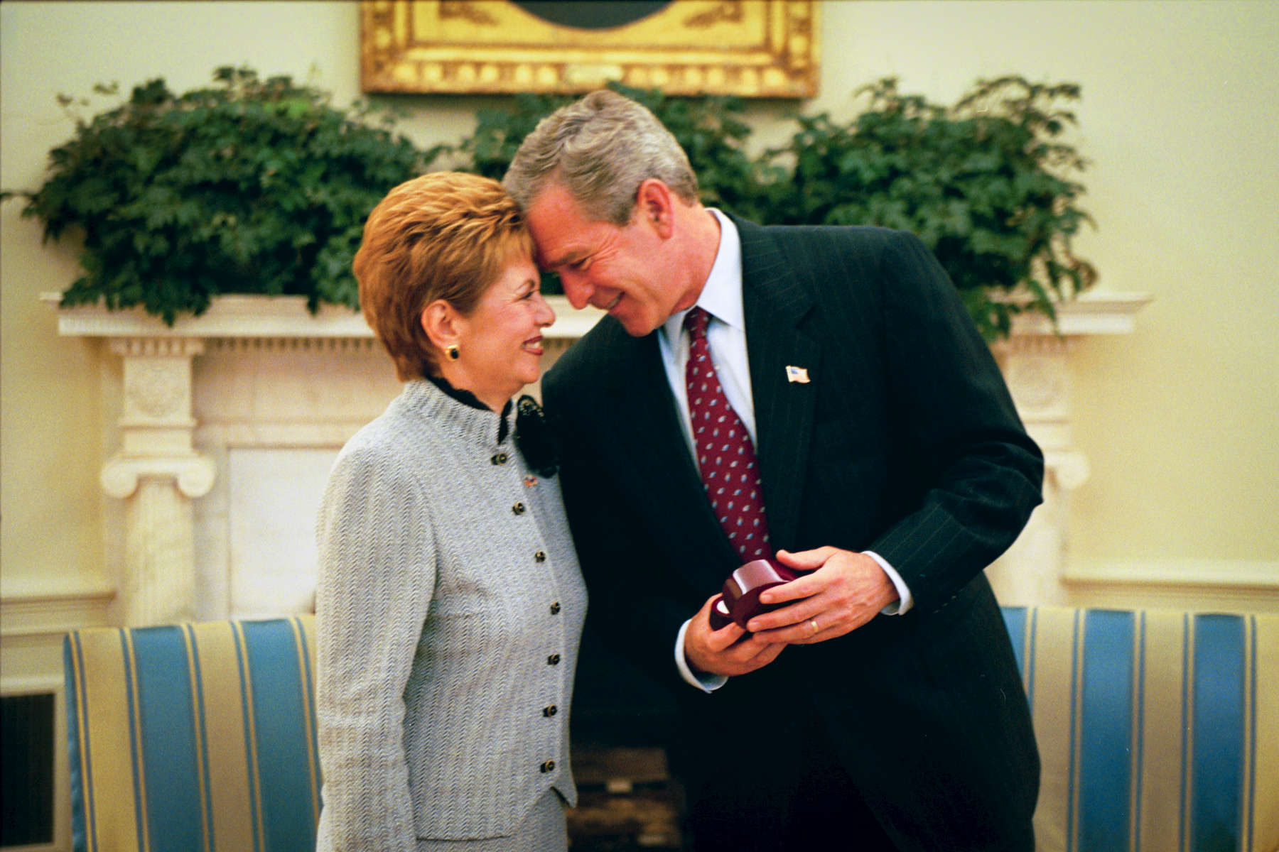 1110 President Bush: Meeting with President Mireya Elisa Moscoso of Panama. Oval Office. Gift presentation from President Moscoso. Bush Family Scrapbook June 12-July 8, 2003