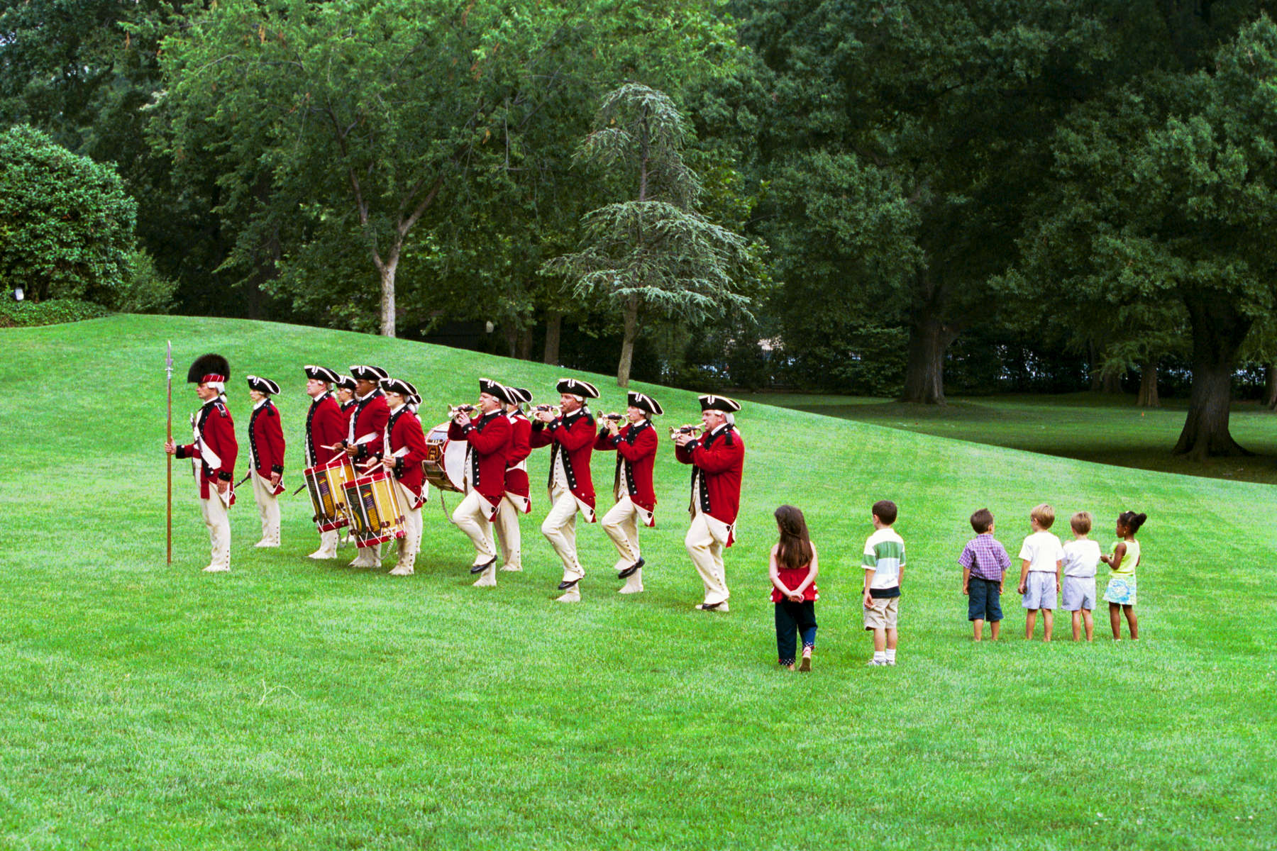 1800 President Bush and Laura Bush: Congressional Picnic. South Lawn. Children watch the Old Guard Fife and Drum Corps. (Barbecue).