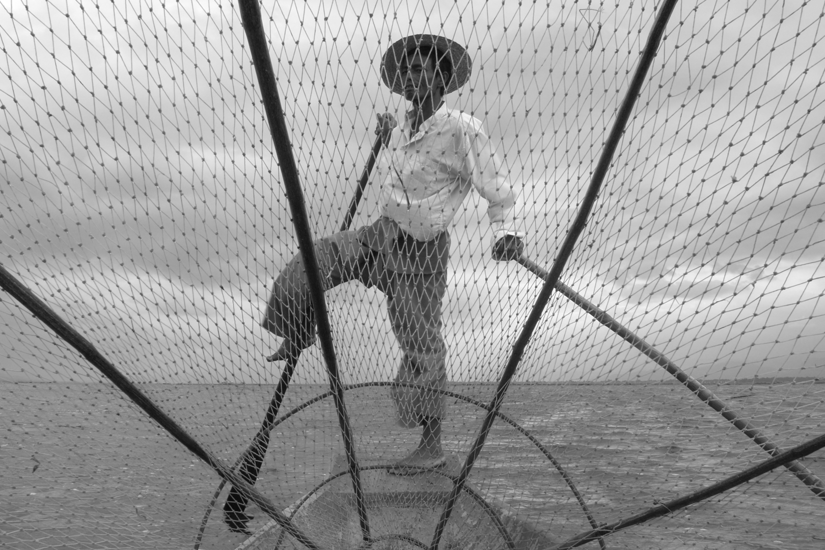 Myanmar-Inley-Lake-One-Leg-Fisherman-Inside-The-Net-Photo-by-Cyril-Eberle-MOM-MYANMAR-CAM-C-240615