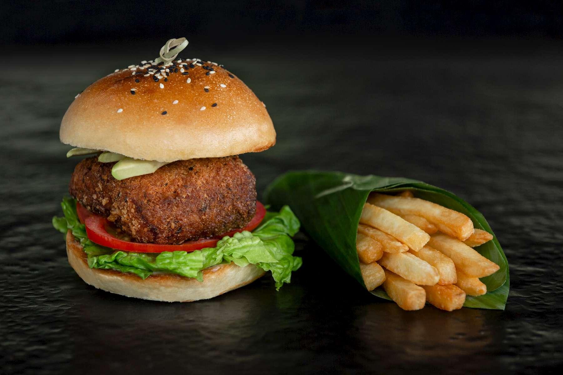 Pullman_Luang_Prabang_Laos_9112_Latelier_Fish_Burger_Photo_by_Cyril_Eberle_CEB_8141