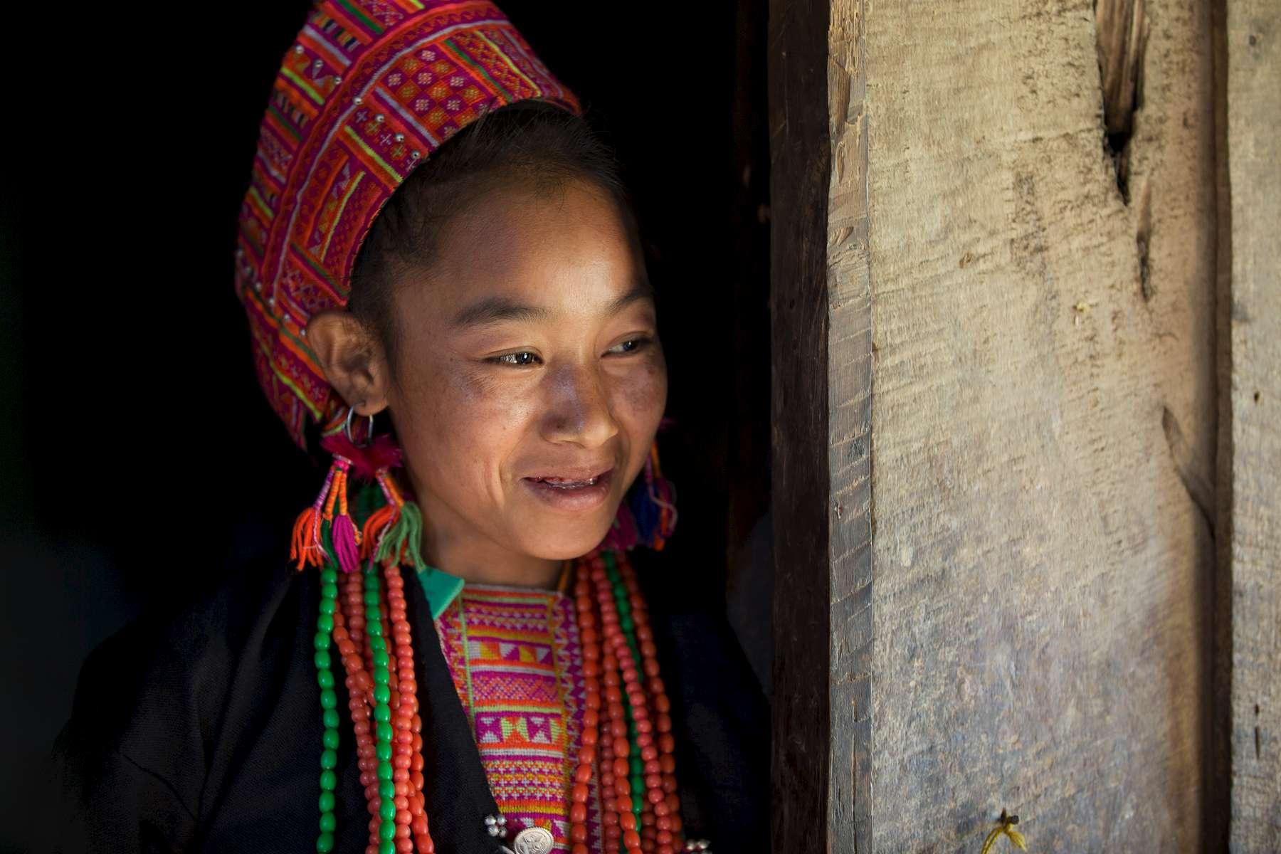 laos-ban-honglerk-akha-pala-young-woman-portrait-photo-by-cyril-eberle-CEB_2522_maptia