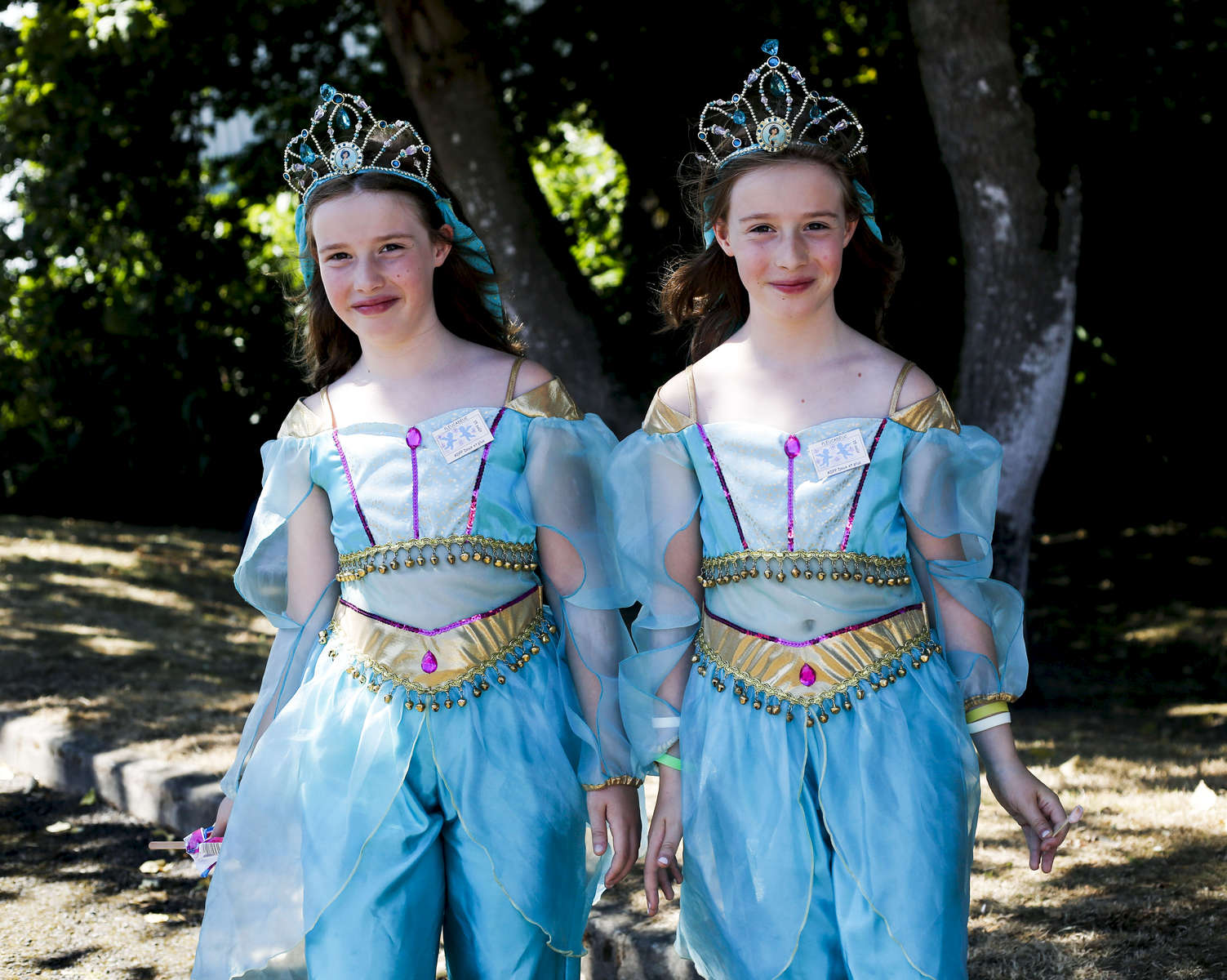 Twin sisters, Lucie and Leah during the Deux et Plus Festival in Pleucadeuc. France.