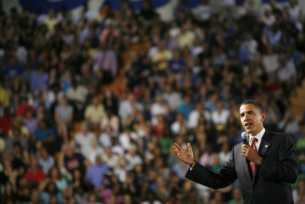 Presumptive Democratic presidential candidate Senator Barack Obama (D-IL)  address economic security for America\'s Women at a town hall meeting. /// Obama speaks to the crowd.