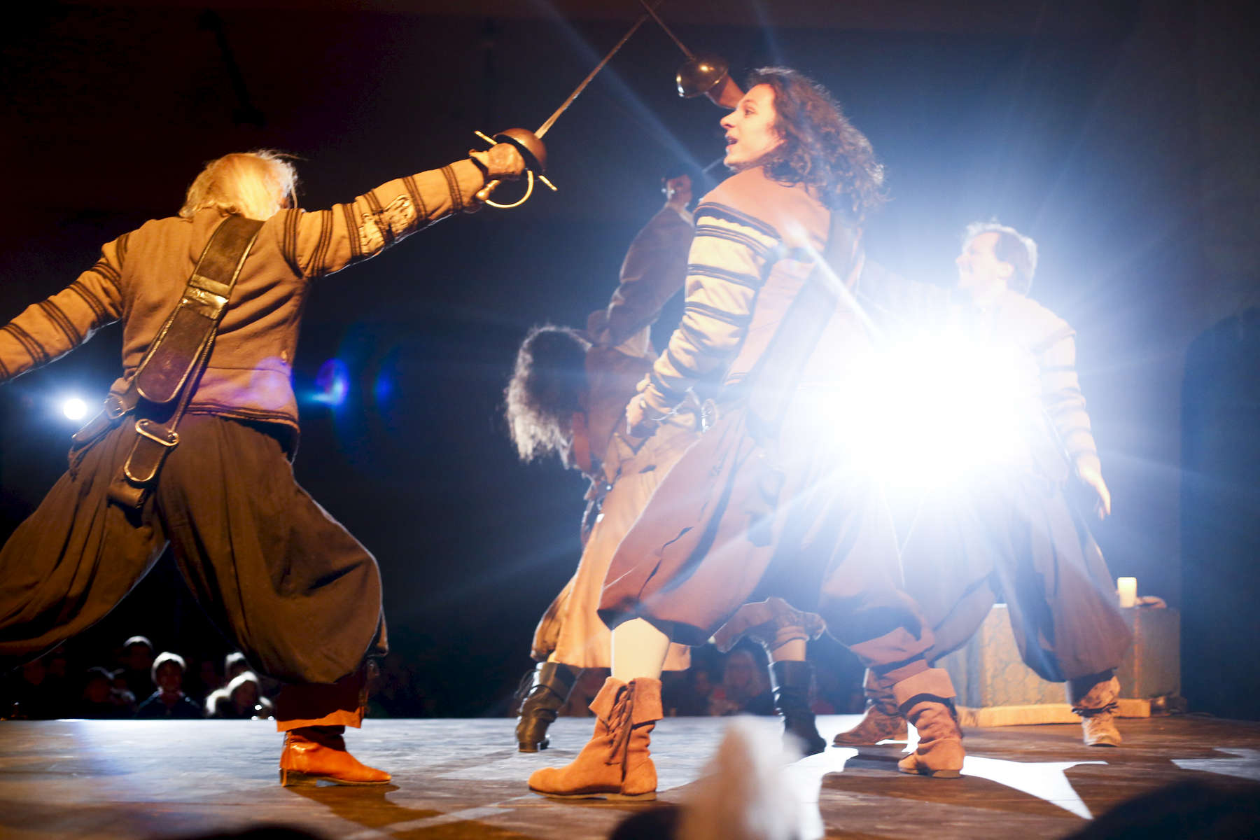 Didier Le Gal, Lorenzo Bello, Melodie Veillard and Thierry Peteau fight on stage.