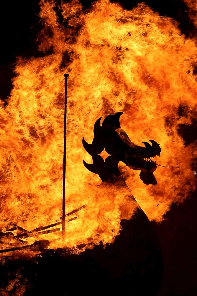 AP6I4511p-Up-Helly-Aa-Shetland-galley-burning-Ravs